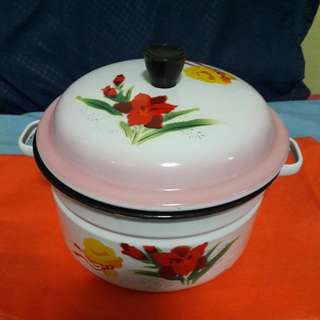 Enamel Pot With Cover - 20cm