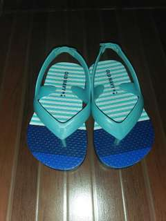 Old Navy Slippers 5c up to 12 cm