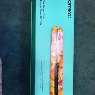 [NEW] US Amika Digital Titanium Styler Obliphica