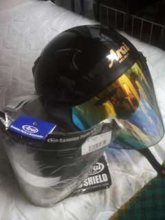 SZF ARAI HELMET SAIZ XS. FREE GIFT VISOR RAINBOW N ORIGINAL CLEAR. NEED SERIOUS BUYER. Call/WhatUp : 0183656305