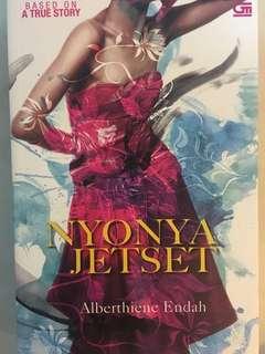 Novel: Nyonya Jetset - Alberthiene Indah