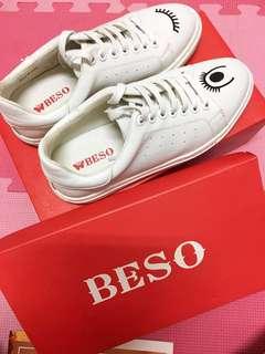 Beso 刺繡小白鞋