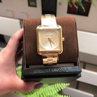 AUTHENTIC MK LAKE WATCH
