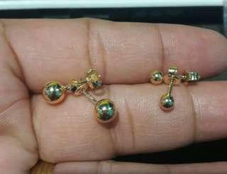 18k saudi gold balls earings...