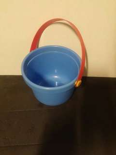 Free Outdoor toy : pail for kids to play sand castle
