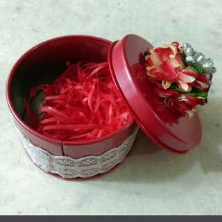 全新 紅色 花花 禮物盒 鐵盒