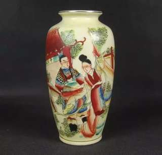 Old yellow vase 粉彩人物花瓶