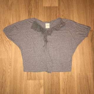 灰色短袖衫