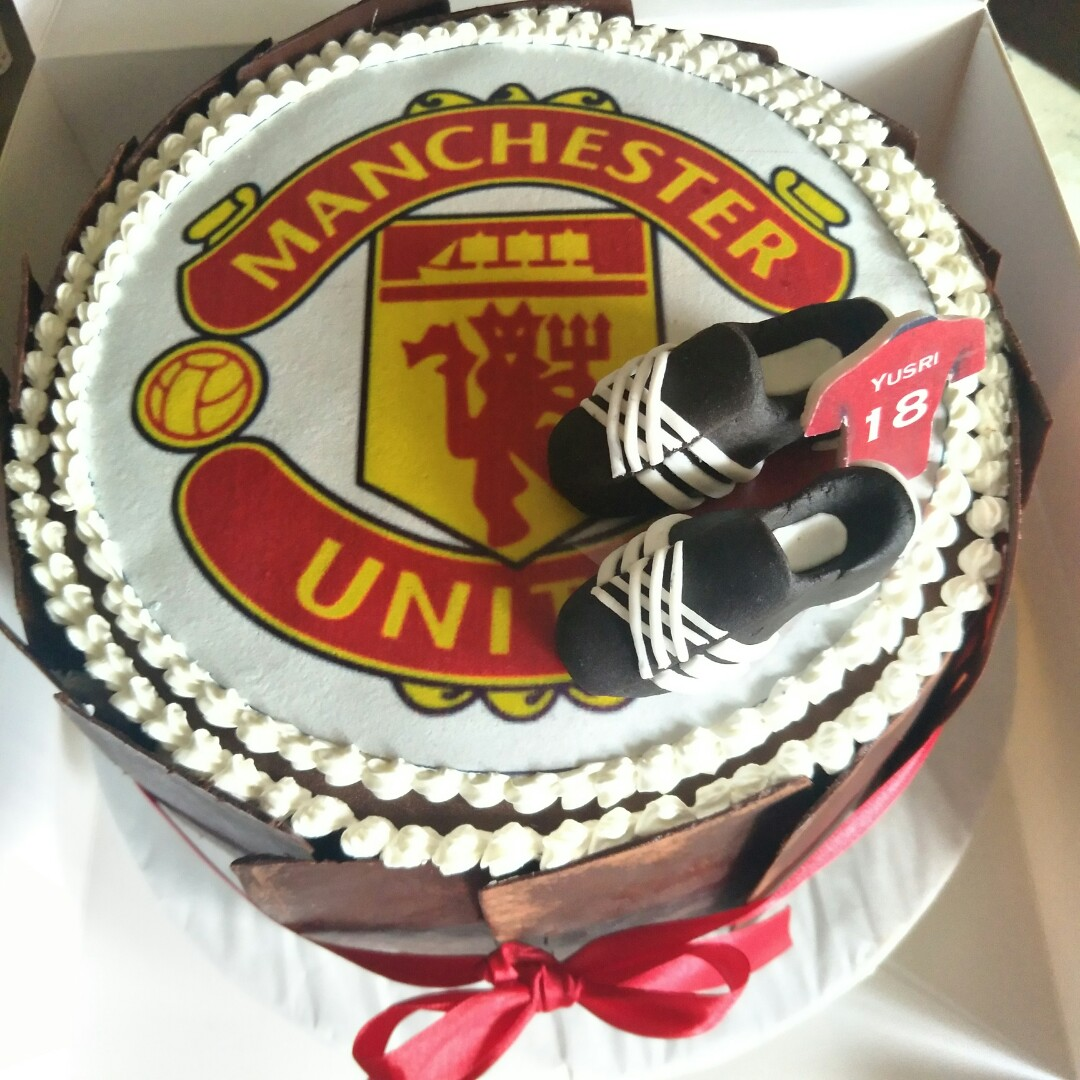 Remarkable Birthday Cake Man U Food Drinks Baked Goods On Carousell Funny Birthday Cards Online Elaedamsfinfo