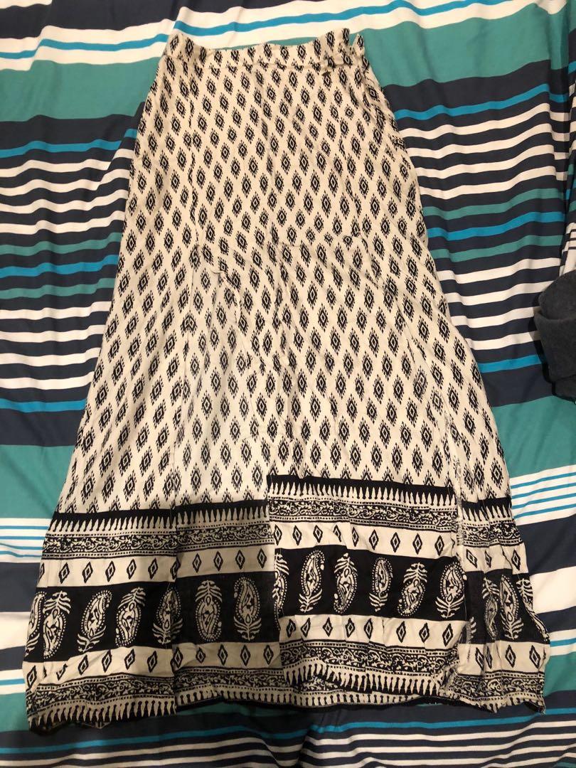 O'Neil skirt
