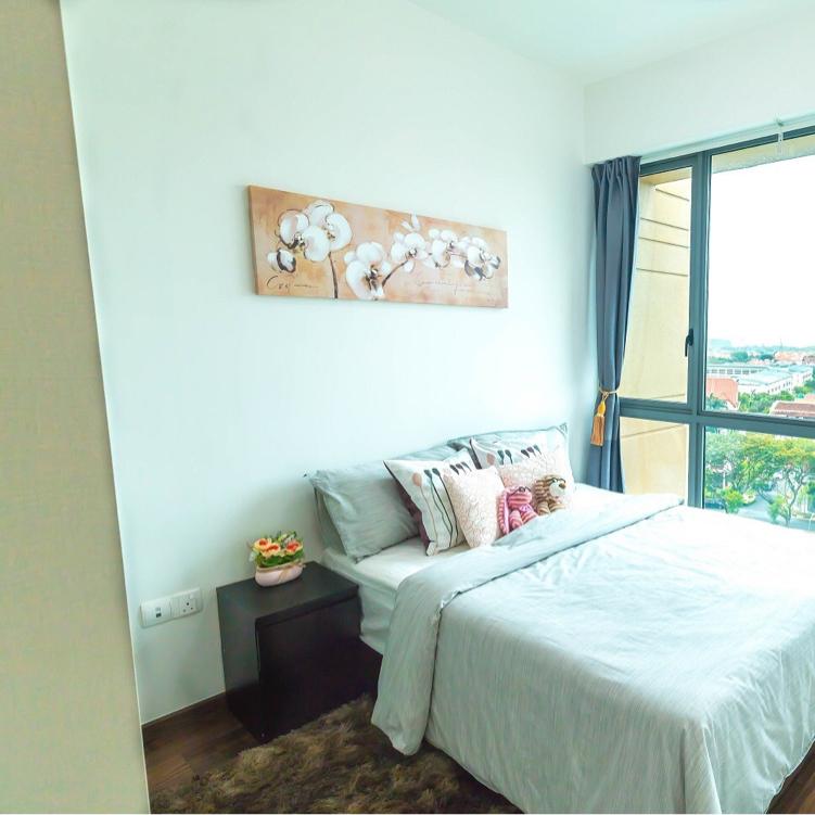 Rare Gem! Next to MRT! High Ceiling 2 bedroom!