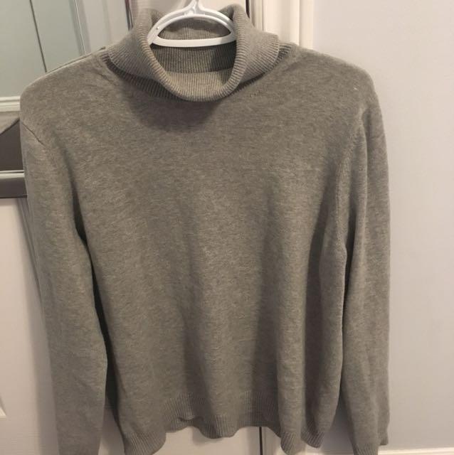 Turtle neck / sweater