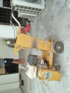 Concrete cutter / road cutter