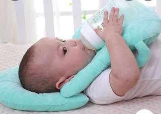 Infant feeding pillow