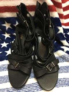 黑色兩吋高爭涼鞋,全身未着過鞋底乾淨