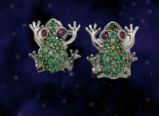 CUTE!! Emerald frog ear studs