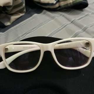 Kacamata levis putih