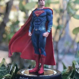 Superman down of justice