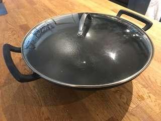 Cast iron wok (35cm diameter)