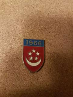 1966 Singapore Badge vintage