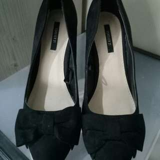 Forever 21 Black Pointed Heels Size 6