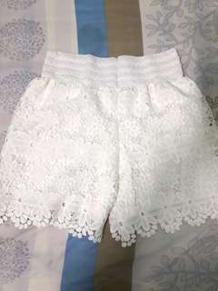 White laced short