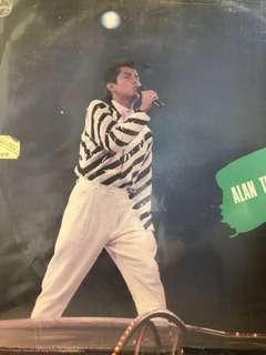For Sharing 譚詠麟 1984年演唱會第二篇-但願不改變。       作曲:李壽全。      菲利浦唱片
