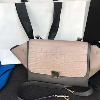 FASTSALE! celine authentic trapeze medium
