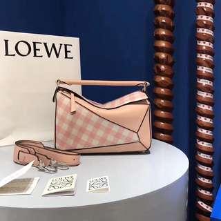 現貨puzzle粉格子 2018少女心爆棚系列 老羅家顛覆之作 Loew* Puzzle Bag29cm