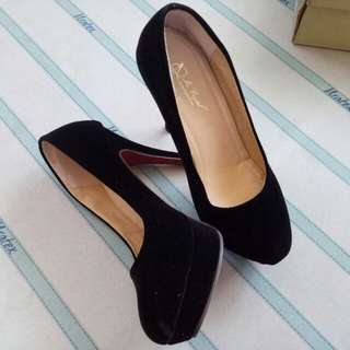 Black closed heels