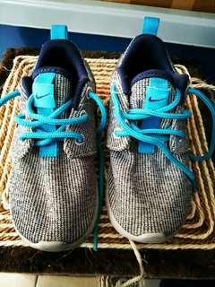 Kids shoes / kasut kanak kanak
