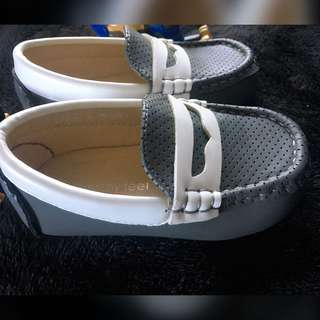 Meet My Feet Gray Topsider Shoes - Size 21