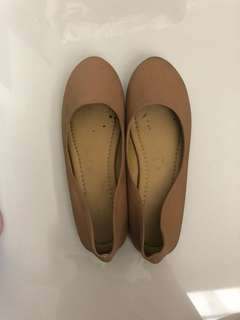 Tan flat shoes