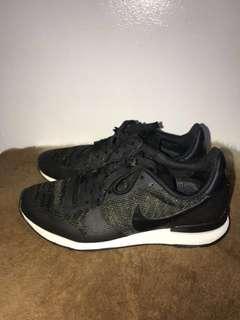 Nike internationalist JCQRD Black