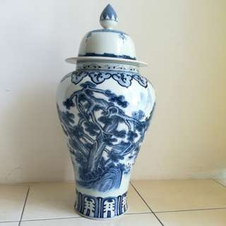 1.5 feet China Vase with cover