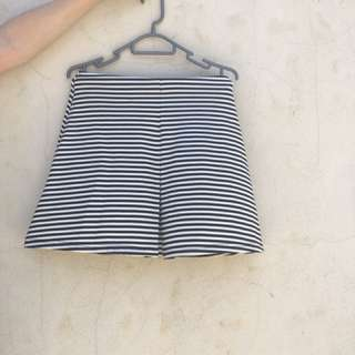 Striped white and navy skirt