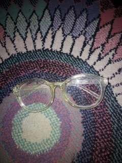 Kaca mata bening