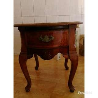 原木古董桌子