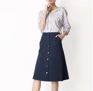AFORARCADE CORDELIA BUTTON MIDI SKIRT IN NAVY SIZE M