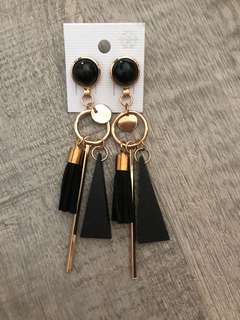 Korean style geometric earrings in black