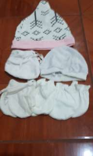 1 Lot of Baby Hat plus Mittens and Socks