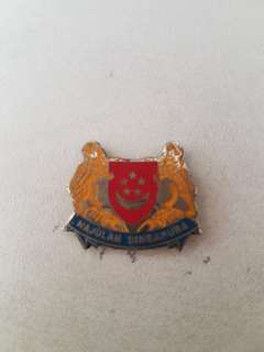 Vintage Majulah Singapore pin badge