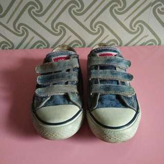 Sepatu levis
