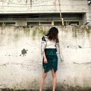 🚚 蕾絲 雕花 鏤空 窄裙 綠 (待匯)
