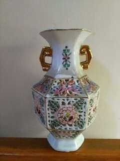 描金透雕花瓶