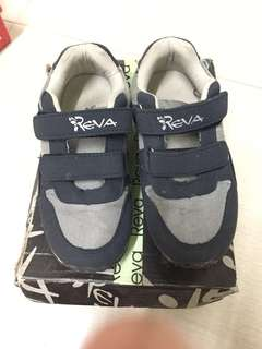 Kids navy blue rubber shoes
