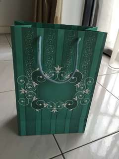 Green paper bag ( 12, 8 & 4 inches ) Gd condition