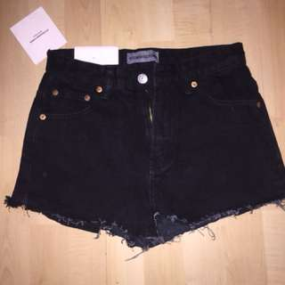 BLACK HIGH WAISTED SHORT