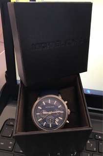 Pre-loved ORIGINAL MICHAEL KORS watch for men with box in good condition.