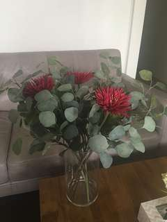 Very realistic bunch of fake flowers!